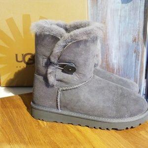 SOLD !!! :) Ugg Boots NWOT , SZ 3